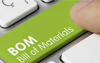 Finger tippt auf Tastaturfeld mit Schriftzug BOM Bill of Materials