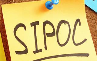 Post-it mit SIPOC Schriftzug